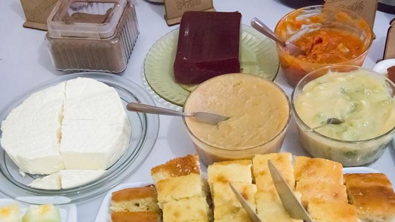 Várias opções no café da manhã