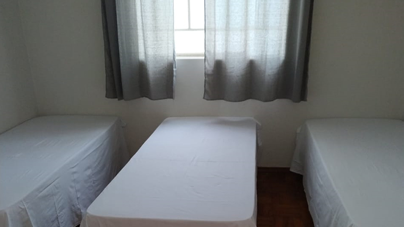 Quarto para solteiros ou unir as camas para um casal com filho